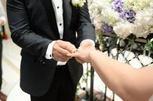 טקס קבלת הטבעת מהחתן לידי הכלה